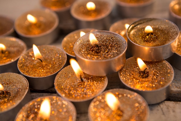 golden_candles_lit_1252_317