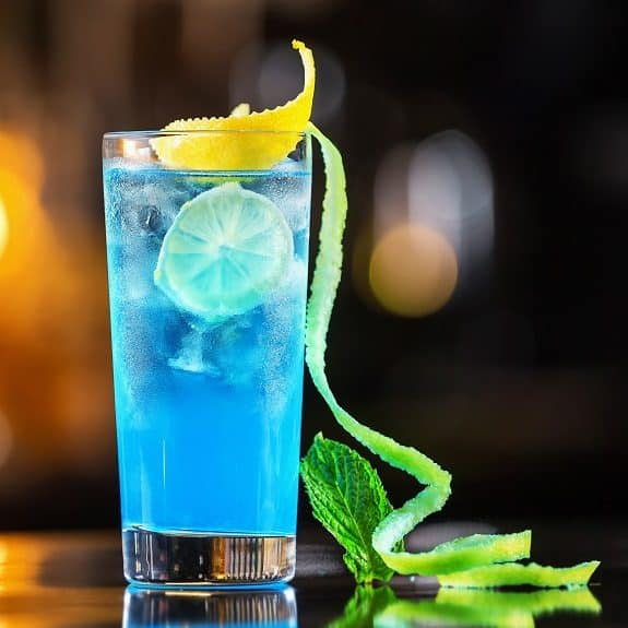classic_blue_lagoon_cocktail_recipe_575x575